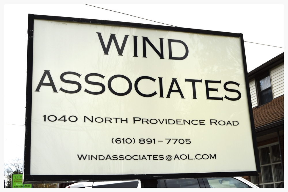 dr-thomas-wind-sign-contact.jpg