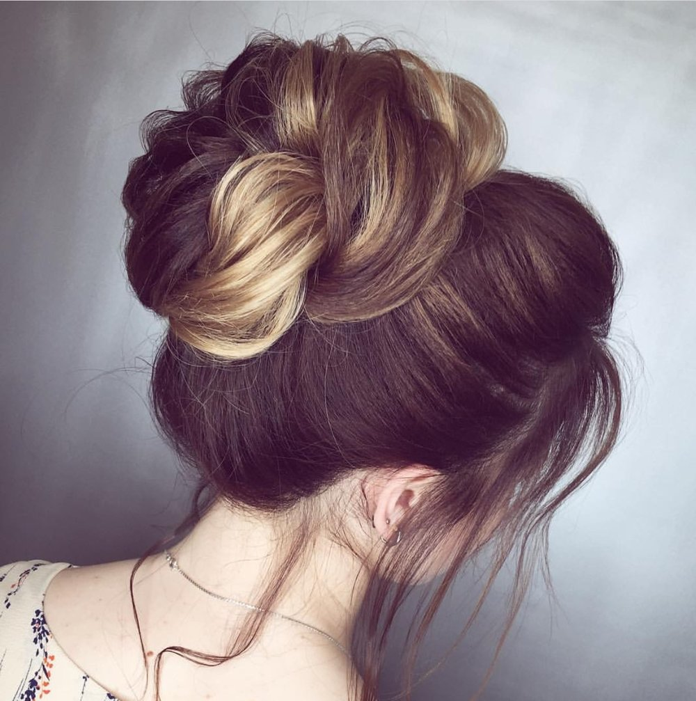 Another topknot that showcases the highlights from  @darya.stream