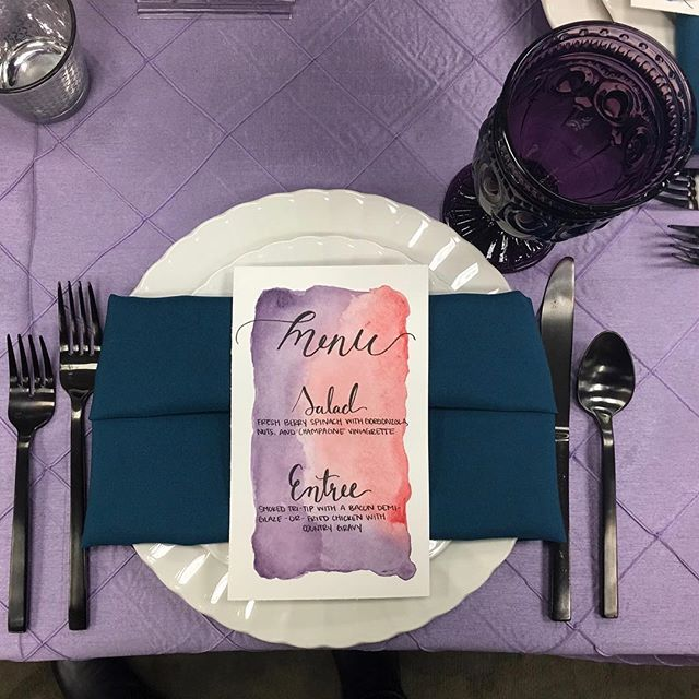 If you're not able to have a tablecloth in your wedding colors, having a watercolored menu is a great way to bring in your colors at the same time letting your guests know what they're eating for dinner or what the schedule is for the night.😍 • • #weddingalchemist #weddingalchemisttips #thingscoachessay #coachinglife #coachingtip #coachingtips #weddingtips #weddingtip #womeninbusiness #womenentrepreneurship #iloveyou #bride #groom #weddings #wedding #springwedding #springtime #spring #mayflowers #weddingseason #aprilwedding #weddingdecor #tablesetting #weddingtablesetting #weddingmenu #weddingplacesetting #weddingflatware #weddingplans #weddingplanning
