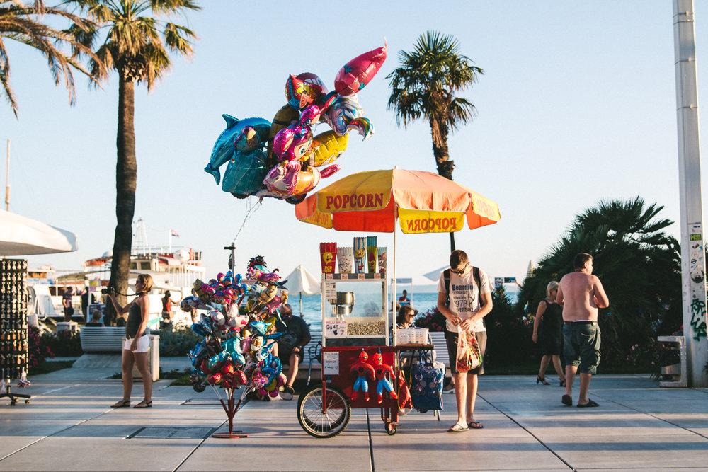 free popcorn & balloons