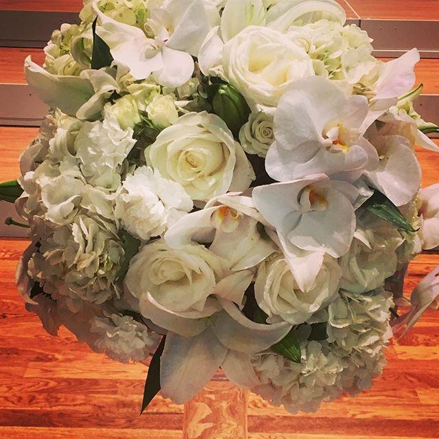 Those orchids though 👌🏻👌🏻 #tuscaloosaflorist #eventprofs #floraldesign #whiteonwhite #springwedding #alabamabride