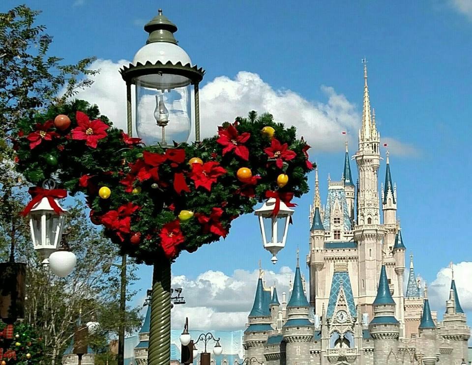 Christmas Mickey Head Garland on Post.jpg