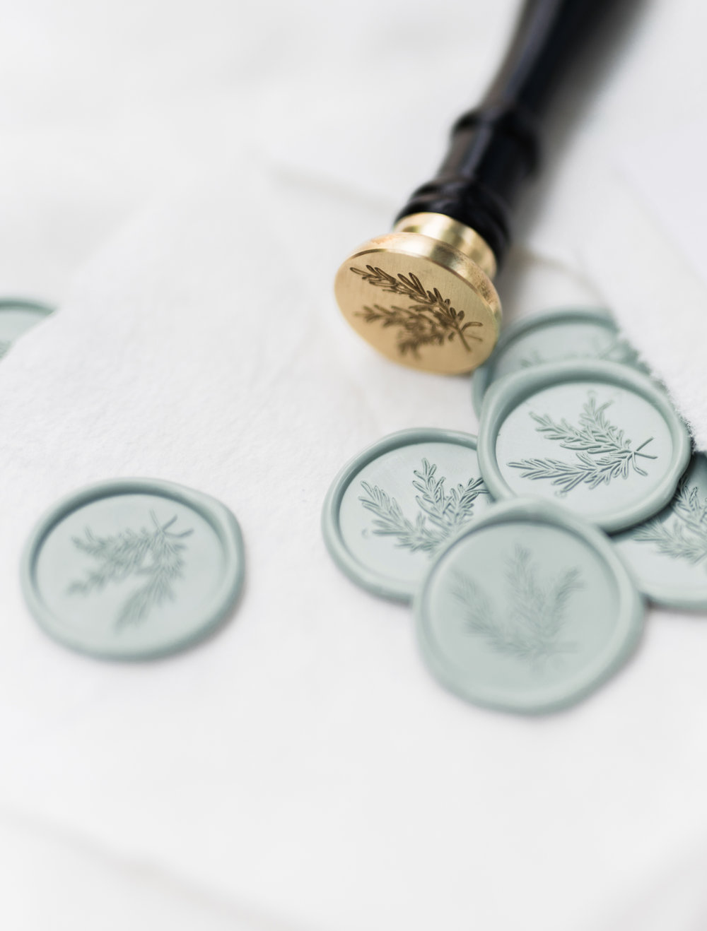 I love this beautiful, wax seal design with the greenery!  Find out more about this design and a few more favorite wax seal stamp designs by OTHER industry pros in my latest blog post! www.BlushedDesign.com #waxseals #waxsealstamp #theartisaireway #artisaire