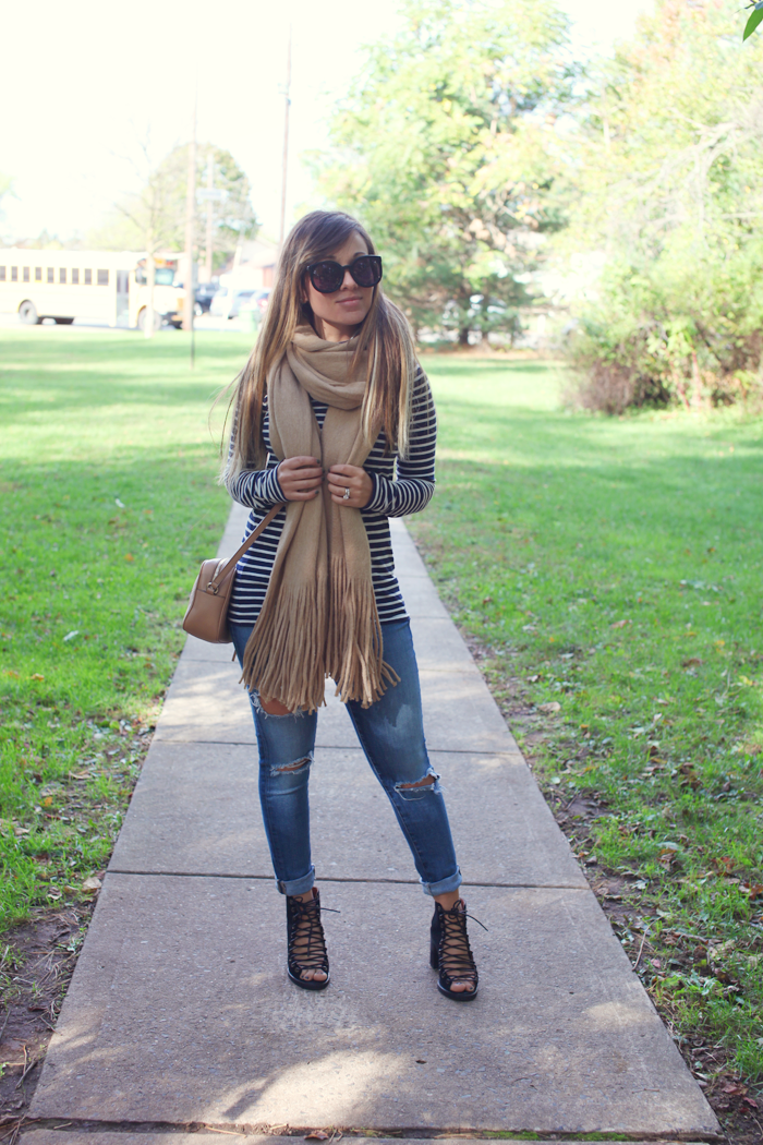 See how to style a cozy scarf and turtleneck with fashion, lifestyle, and beauty blogger Little Tree Vintage.