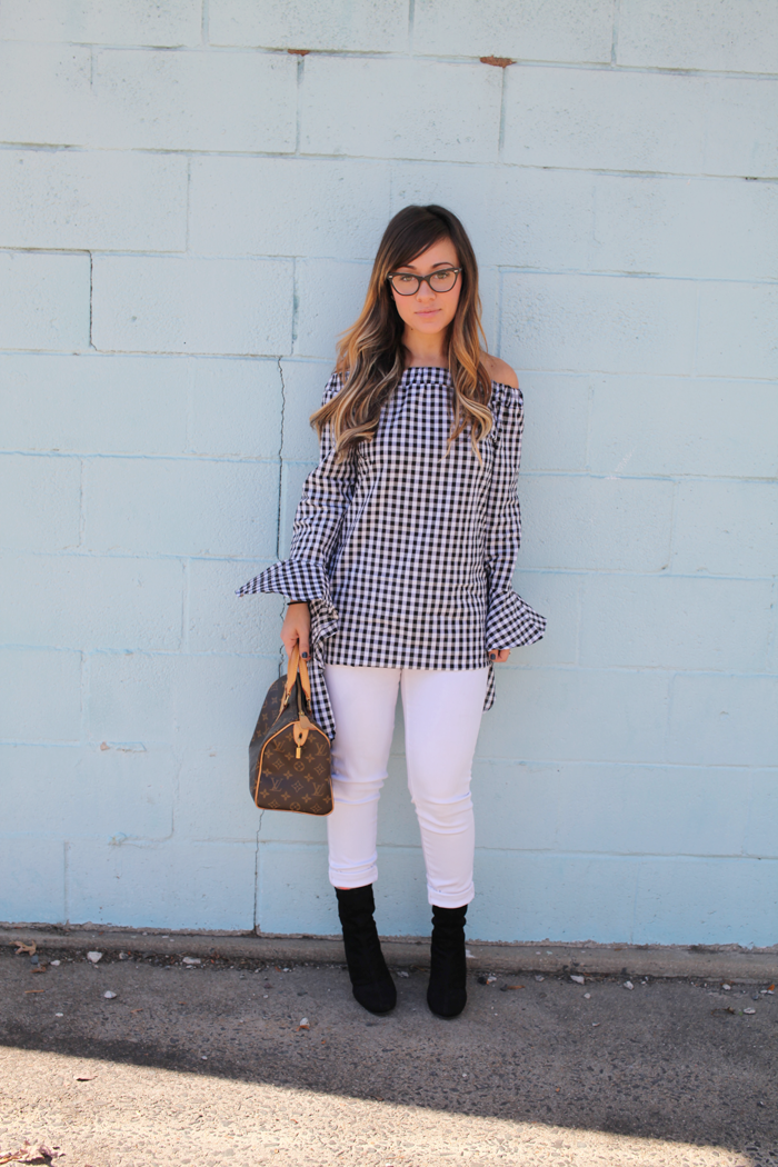 See how fashion blogger Little Tree Vintage styles white cropped denim pants and a ruffle top for Fall.