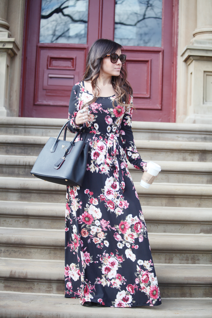Fashion, lifestyle, and beauty blogger Little Tree Vintage styles a gorgeous floral maxi dress.