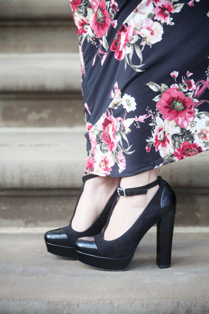 Fashion, lifestyle, and beauty blogger Little Tree Vintage styles a gorgeous floral maxi dress with cute heels!
