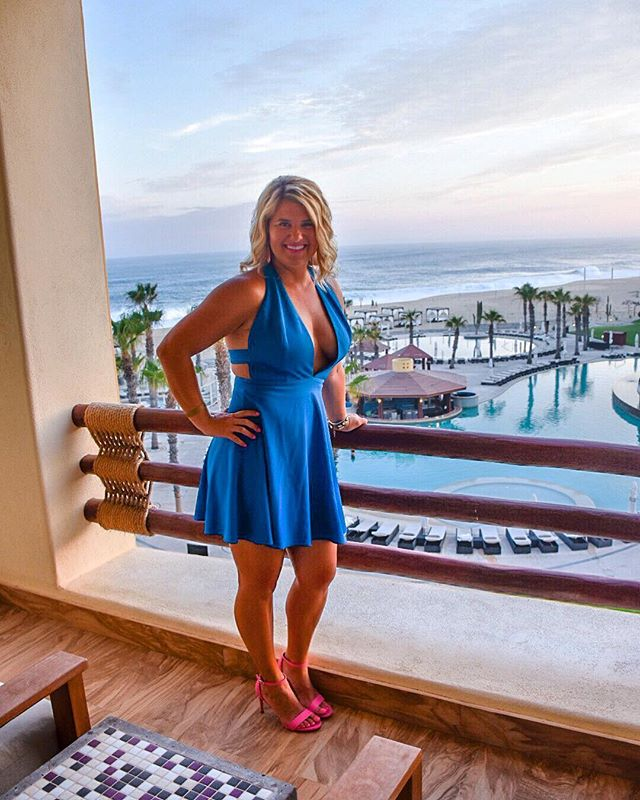 Currently wearing my favorite Cabo sweatshirt, drinking some wine, and enjoying this nice spring thunderstorm in kc🙃⛈ Can't help but think about one of my favorite resorts ever! @pueblobonito was so beautiful and waking up to this view every morning was THE best 🙌🏼😍☀️🌴 shoutout to my amazing photographer @mindykuplen 😉🤪 who also doubled as my plus one lol 😁 • • • • #vacation #travel #cabosanlucas #cabo #mexico #pueblobonito #lifestyleblogger #views #blogger #bloggerstyle #vacay #vacaymode #travelblogger #travelgram #balconyview #summervibes #resort #allinclusiveresort #mexico_amazing #vacationmode #ootd #vacationoutfit #dresses