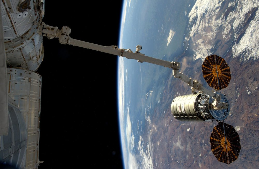 The robotic arm begins to pull Cygnus toward the ISS to berth the vehicle. Photo Credit: NASA