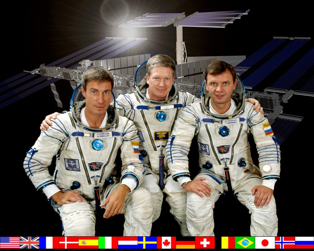 Sergei Krikalev, left, William Sheperd, center, and Yuri Gidzenko pose for their official Expedition 1 crew portrait. Photo Credit: NASA