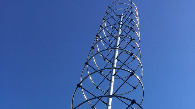 An upgraded VHF antenna, which NASA says can support both VHF1 and VHF2 frequencies. Credit: NASA