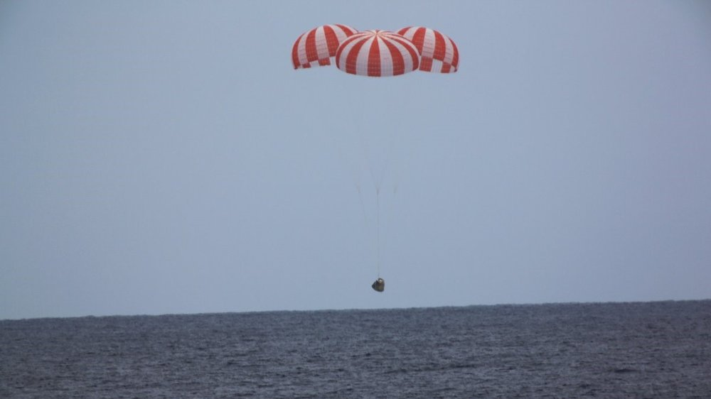 A file photo of a previous Dragon cargo spacecraft splashing down in the Pacific Ocean. The CRS-14 Dragon returned to Earth May 5, 2018. Credit: SpaceX