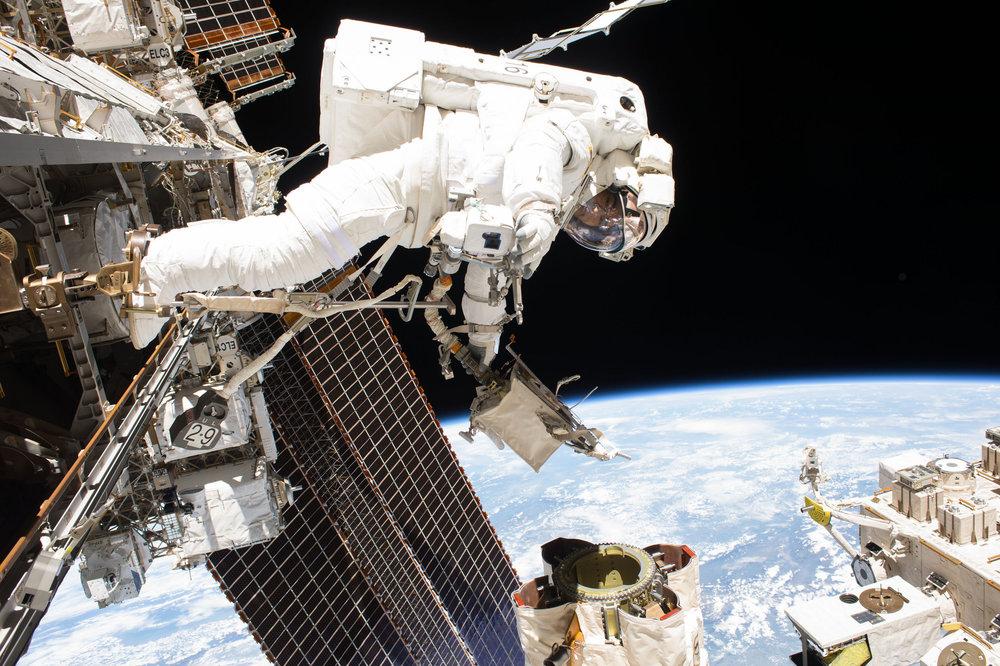 Mark Vande Hei works to lubricate LEE-A. Credit: NASA
