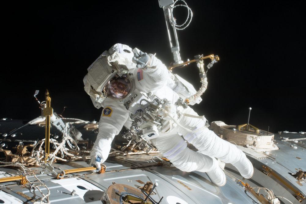 Fischer works to install antennas during U.S. EVA-43. Credit: NASA