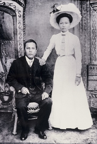 WIlliam Fang Yuen + Aunty Bessie, 1910s.jpg