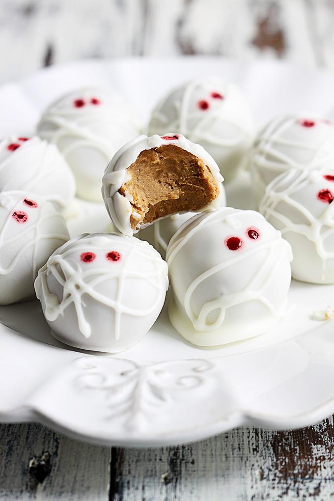 Pumpkin Mummy Truffles from Creme De La Crumb