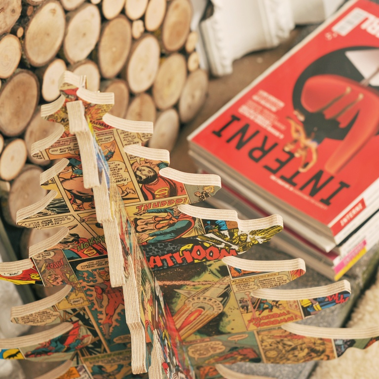 Alternative Vintage Comic Tree (Photo: Bombus)