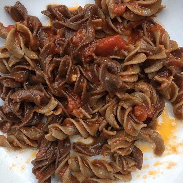 Black and white 100%teff fusilli with tomato sauce yummy! #healthylifestyle #teff #glutenfreefood #glutenfreelife #pasta #vegan #vegetarian #healthyfoodshare