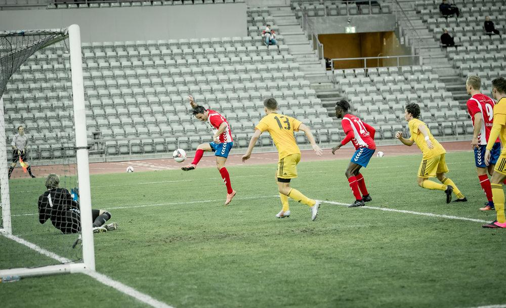 Christoffer Simensen scoret to igjen (foto: Lars Opstad)