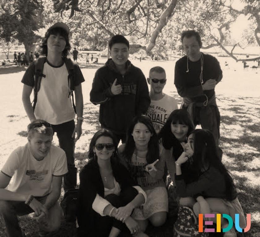 2012: Carol com os colegas do curso de ingles.
