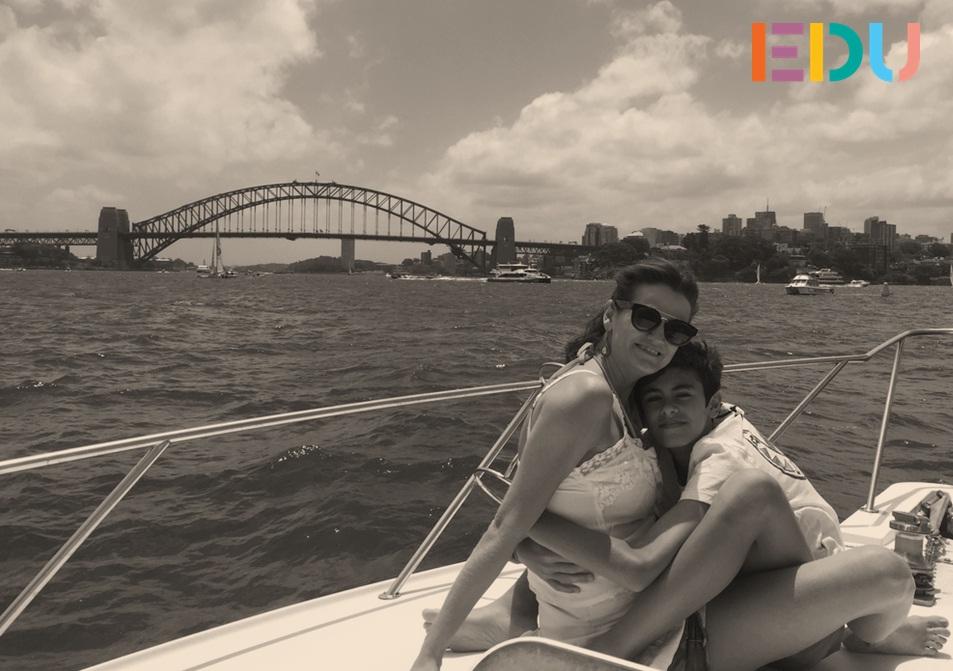 2014: Carol com o filho em Sydney.