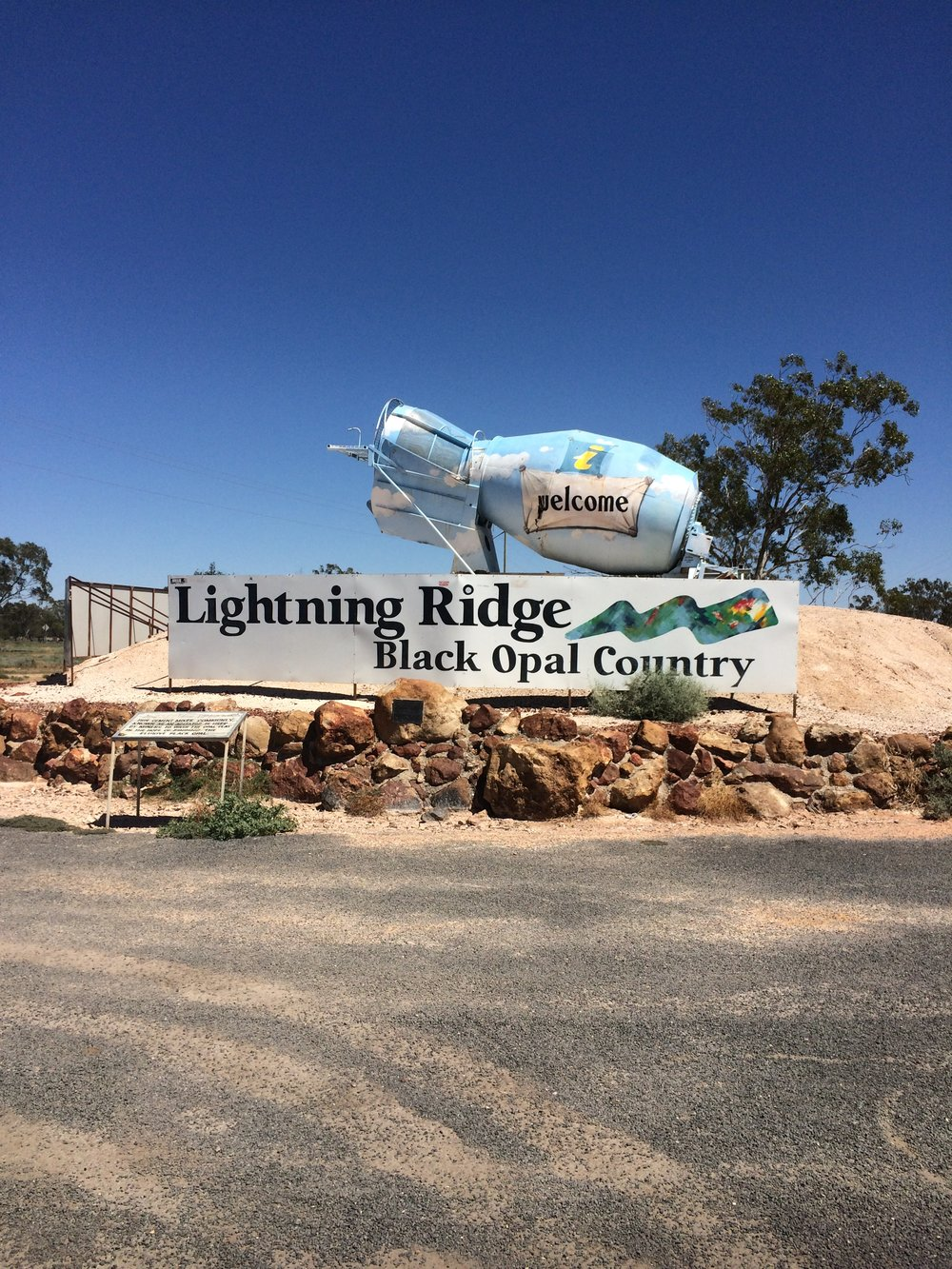 Lightning Ridge, no oeste de New South Wales, é a capital do opal e um lugar muito interessante de ser visitado