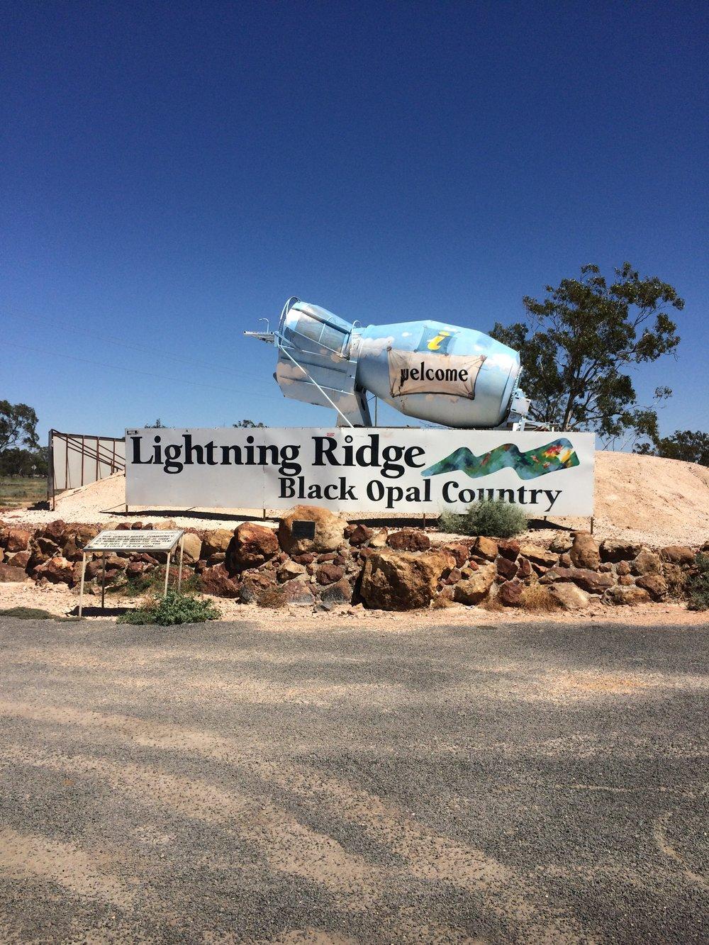 Lightning Ridge, no oeste de New South Wales, é a capital do opal e um lugar muito interessante de ser visitado