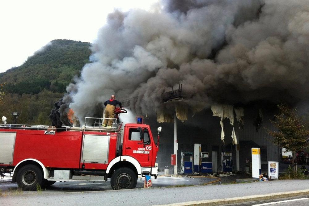 Brann i bensinstasjon tilpasset.jpg