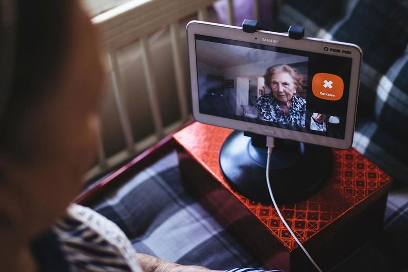 Pieni-piiri-Skype-for-grannies