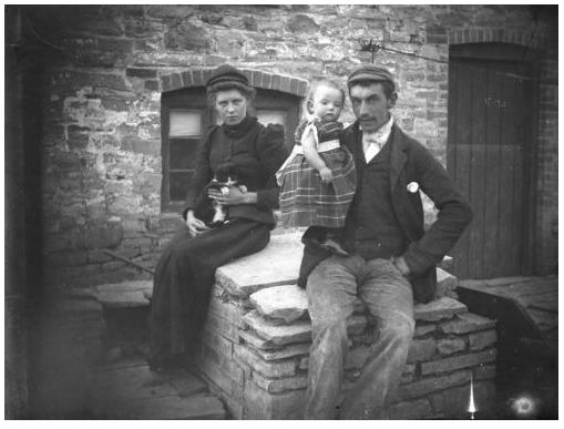 Glass Plate Negative. Kent Family 1905. ( via ebay )
