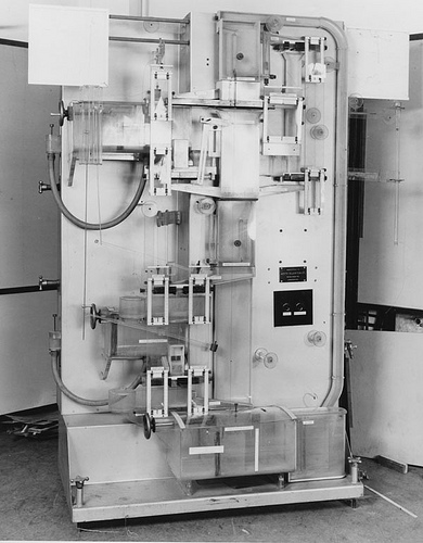 The Phillips Machine or  Moniac Computer , a device that uses water, tanks and valves to explain the complex workings of the economy of a country. ( via flkr )