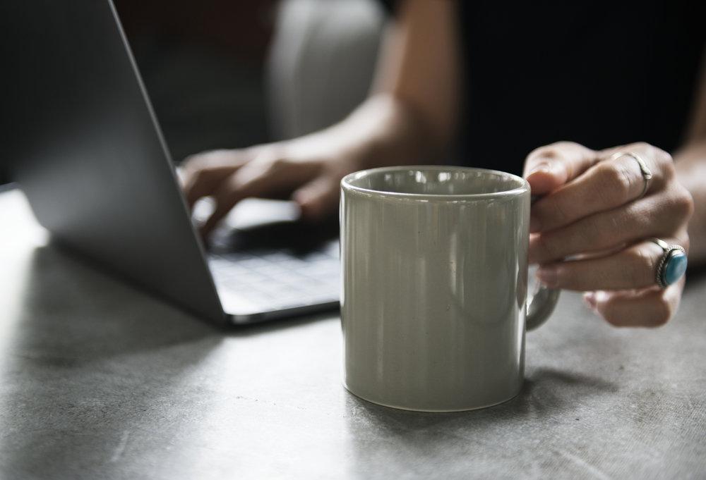 Coffee and Laptop_Maiko Sakai