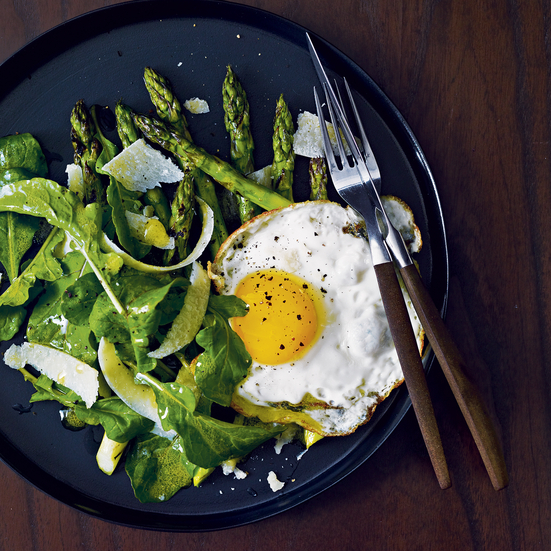 Grilled Asparagus Salad with Fried Eggs -