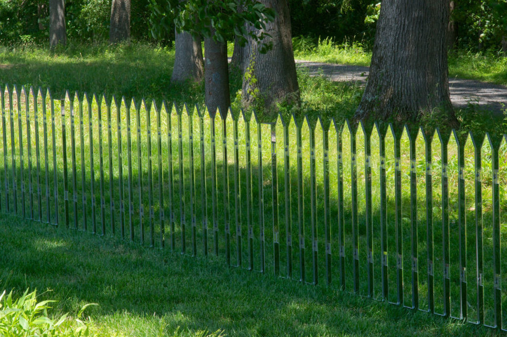 Mirror Fence . Alyson Shotz, 2003.