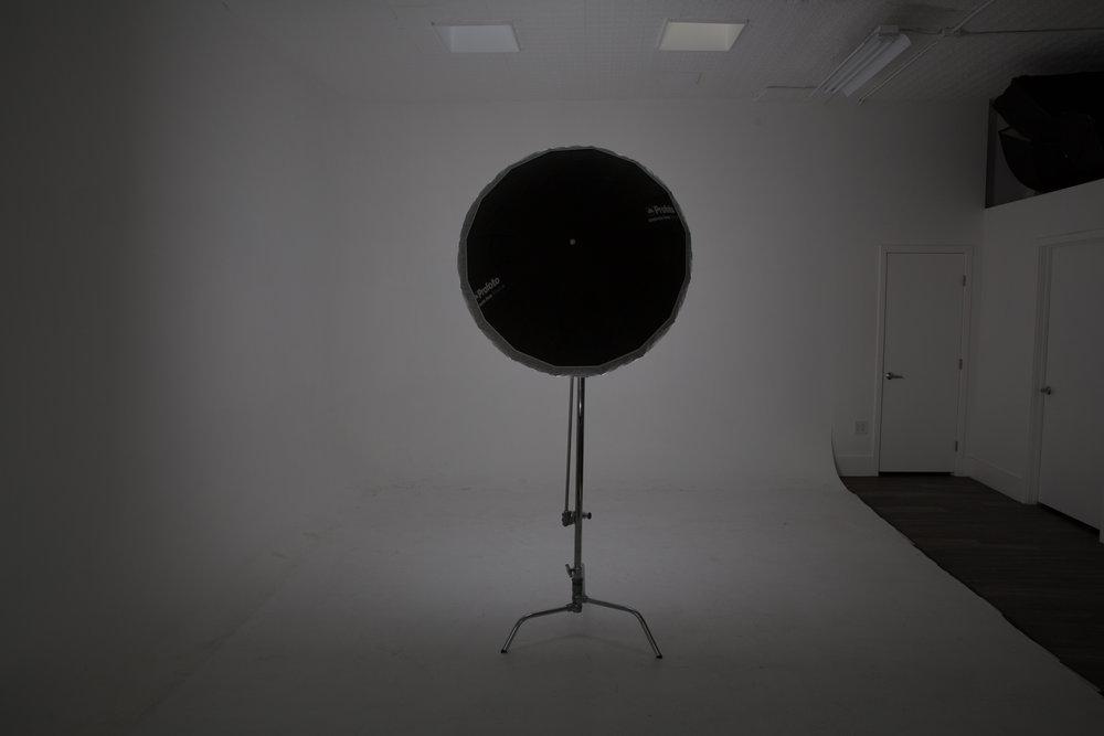 B1X M Deep Silver Umbrella w/ Diffusion