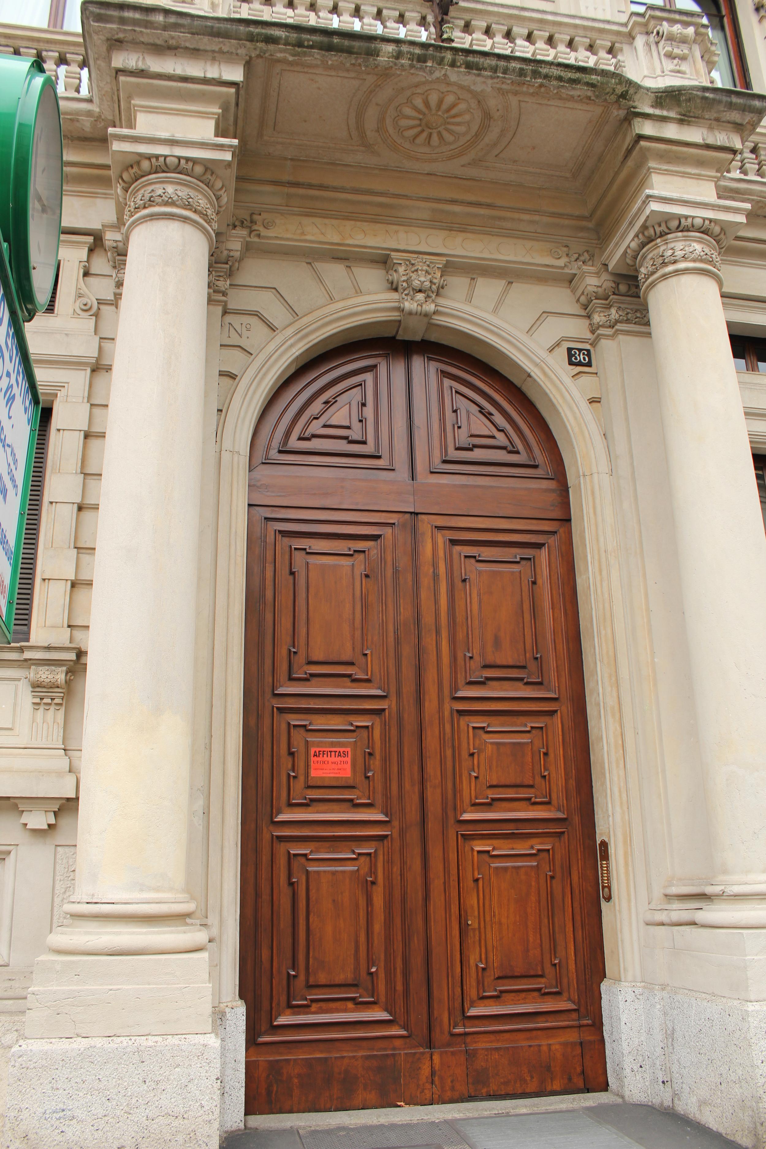 door along Buenos Aires