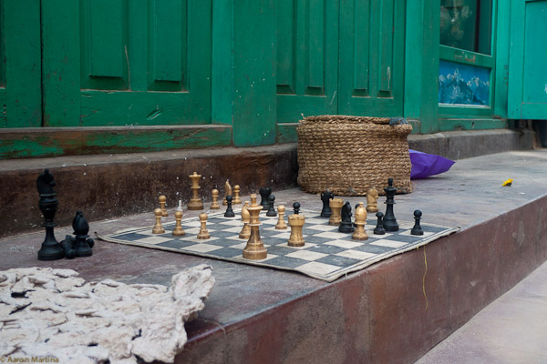 Playerless chess game