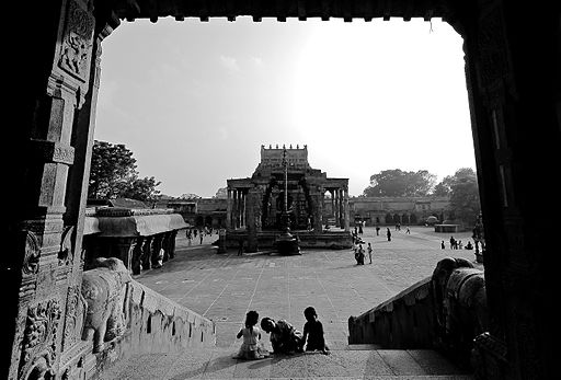 N-TN-C192_A_Framed_View_of_Nandi_Mandapam_from_Big_Temple.jpg