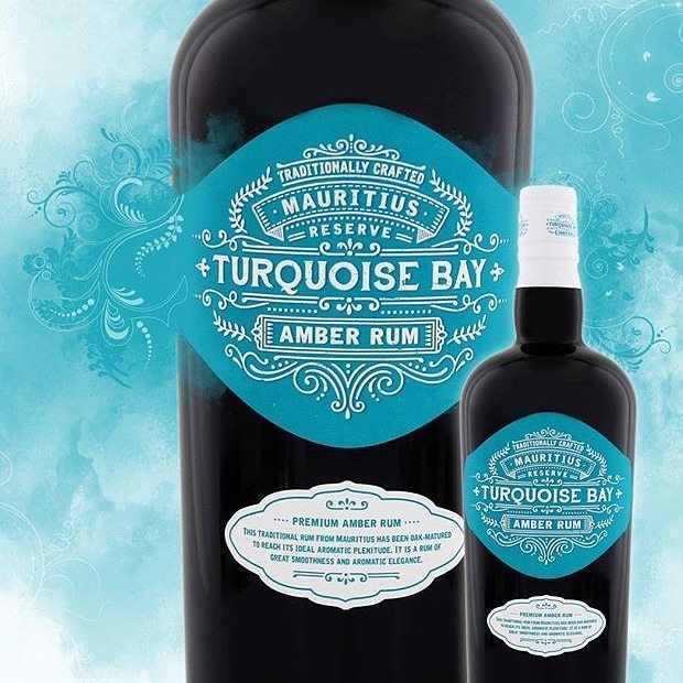 Zdravíme při pondělku přátelé, doufáme že se víkend vydařil a vstup do nového pracovního týdne byl poklidný! A pokud ne večer si můžete zpříjemnit kvalitním prémiovým rumem... náš tip je Rhum Turquoise Bay, který se vyrábí z melasy na ostrově Mauricius a který se stal naprostým favoritem naší Rumové cesty na konec světa #rumtaste #barservice #barcatering #illegalznojmo #znojmo #followme #followus