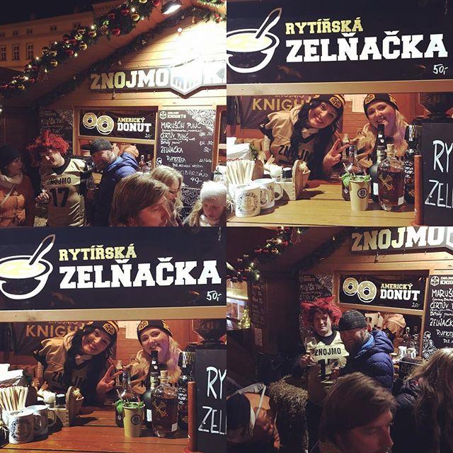Vánoční Knights party s Illegalem pokračuje :) Dnes se o nás staral rytíř @karel černoch černý👹 a jeho pekelné holky 👯♀️ ;) Díky vám!! A zítra Vánoční kino🎬 Těšíme se na vás s oblíbeným svařáčkem a také s Horkým Aperol Spritzem a Horkým Mojitem🎄❤️❄️ #illegalaknightspekelnespojeni #koktejlyvzimeaprocne #znojmoknights #illegalcatering #hotmojito #hotaperol #dringandbehot @znojmoknights @unikolka