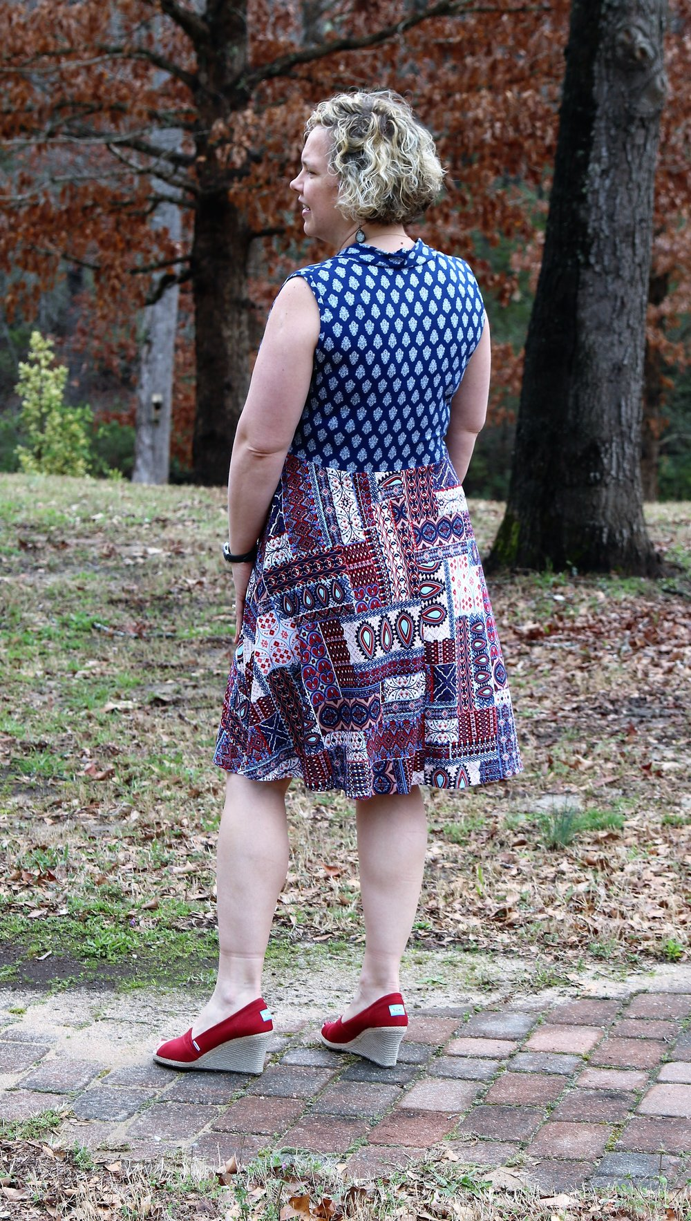 Also exciting...the  Olympia  has built in cup-sizing...so no need to worry about an FBA - all that work has already been done for you!  It has 5 sleeve options and both knee and maxi length options.  This dress is so, so versatile!  It releases today,  and is on sale for $8 through Saturday.   I received this pattern free of charge in return for sewing and giving feedback, but all opinions are my own.  **This is an earlier version of the pattern, so there have been a few minor tweaks.  I also elected to not turn the sleeveless bands to the inside to provide a little extra shoulder coverage.