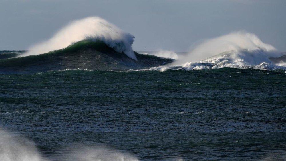Univision, 22 May 2017<br><br>Una monstruosa ola es registrada en una<br>zona remota al sur de Nueva Zelanda