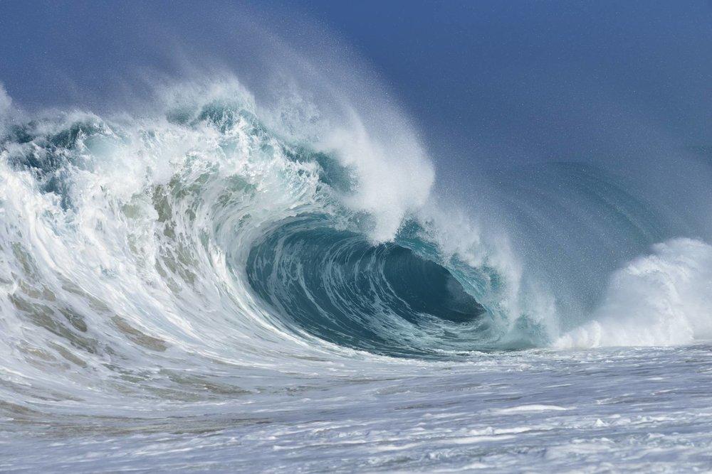 """El País, 11 May 2018<br><br>El Nueva Zelanda registra una ola de<br>23,8 metros, """"la más alta del<br>hemisferio sur"""""""