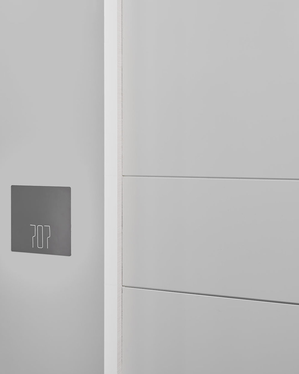 7 St. Thomas / Architectural Signage