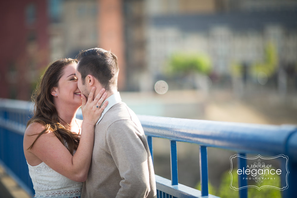 high-falls-rochester-engagement-session005.jpg