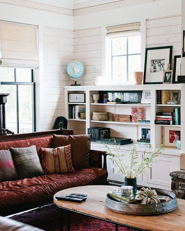 Looking for inspiration for our Schoolhouse retreat and love this mix of modern farmhouse and global decor. There's even a globe!🌎(via @smpliving)