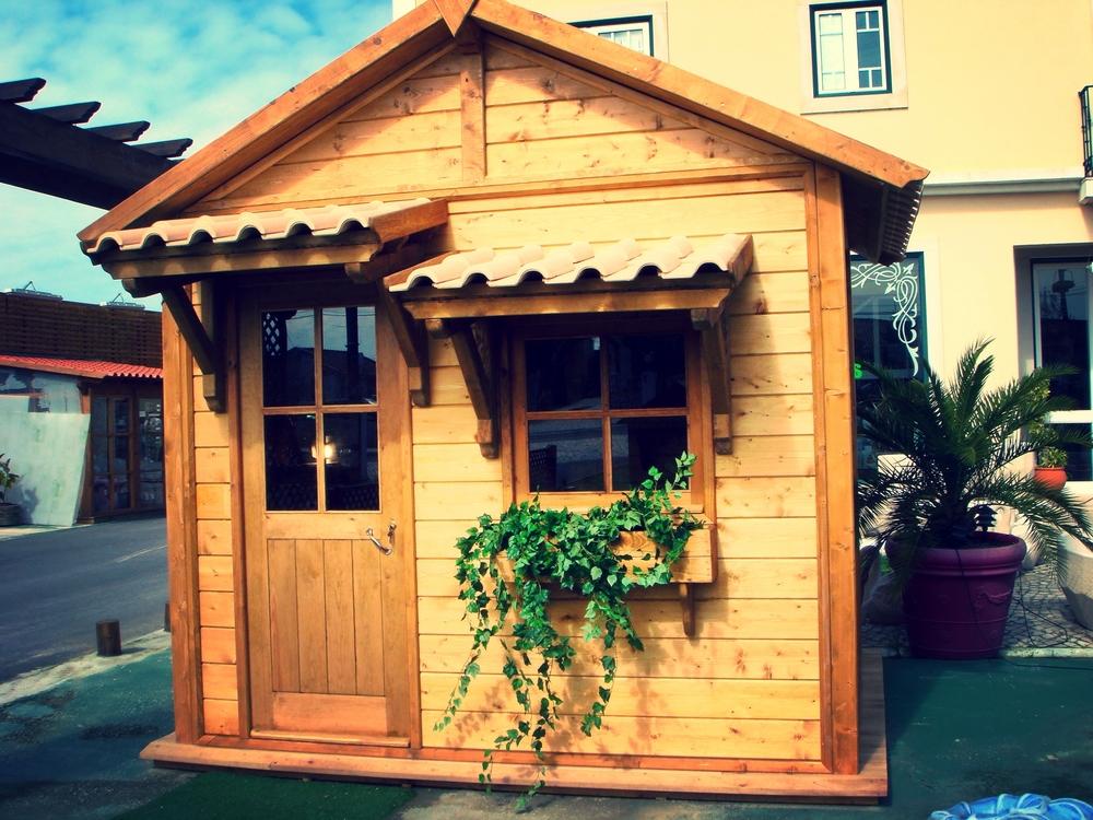 Abrigo-em-madeira-para-jardim