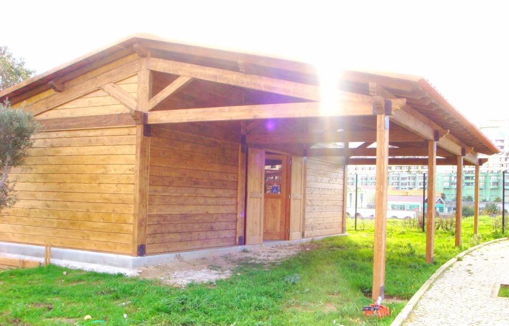 casa-em-madeira-com-telheiro-avançado