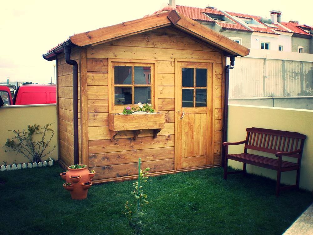 Casa-madeira-pequena-para-jardim