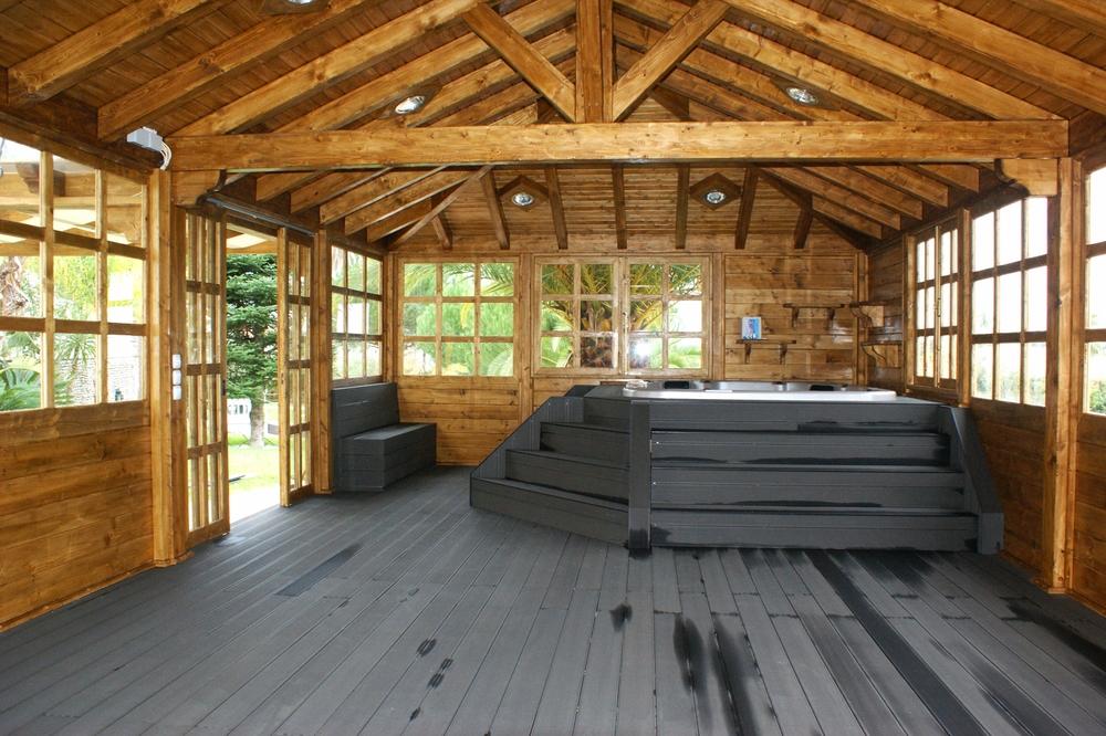Casa-de-madeira-com-jacuzi